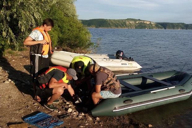 Надзвичайники на Дністрі врятували трьох громадян