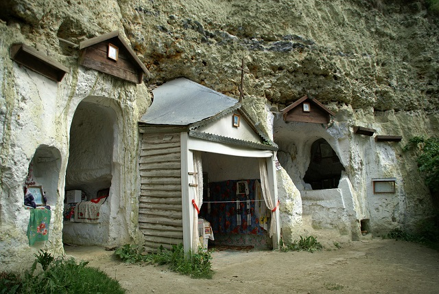 Бакота. Монастир (Кам'янець-Подільський район).